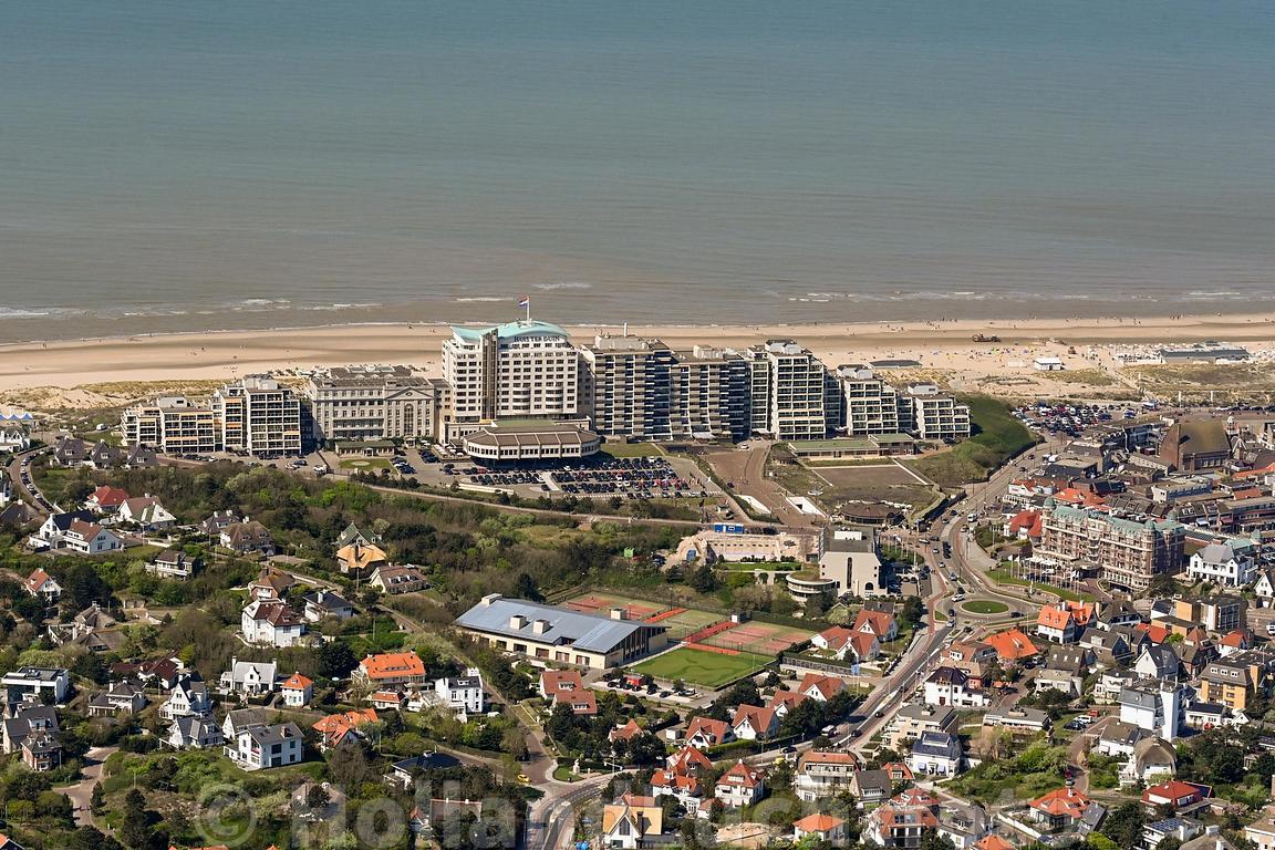 Noordwijk aan Zee met Grand Hotel Huis ter Duin, Radisson Blu Palace Hotel, Noordwijk-aan-zee, Azzurro Wellness en het Alexander Hotel. ID7536